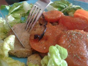 Filete italiano (Milanesa de soja con tomate, salsa de tomate y verduras)