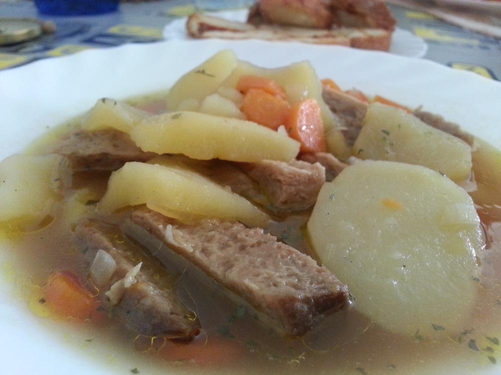 Seitán a la cazuela con patatas y zanahoria