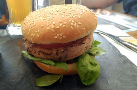Hamburguesa La Vegana en Café & Tapas