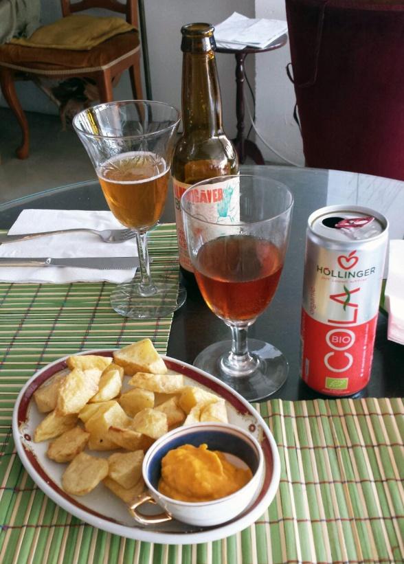 Patatas con salsa de zanahoria, limón y pimienta (5 euros)