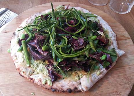 Pizza de cáñamo con queso de anacardos