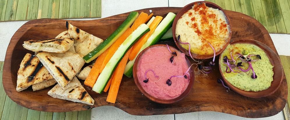Hummus de remolacha, garbanzos y albahaca