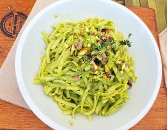 Tallarines Cipriani (con pesto de limón y pistachos) - Buen sabor pero demasiado cocidos
