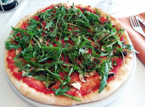 Pizza de champiñones sin mozzarella, con extra de rúcula