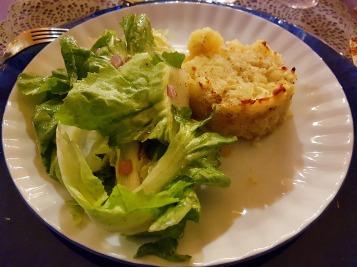 Pastel de patata y ensalada