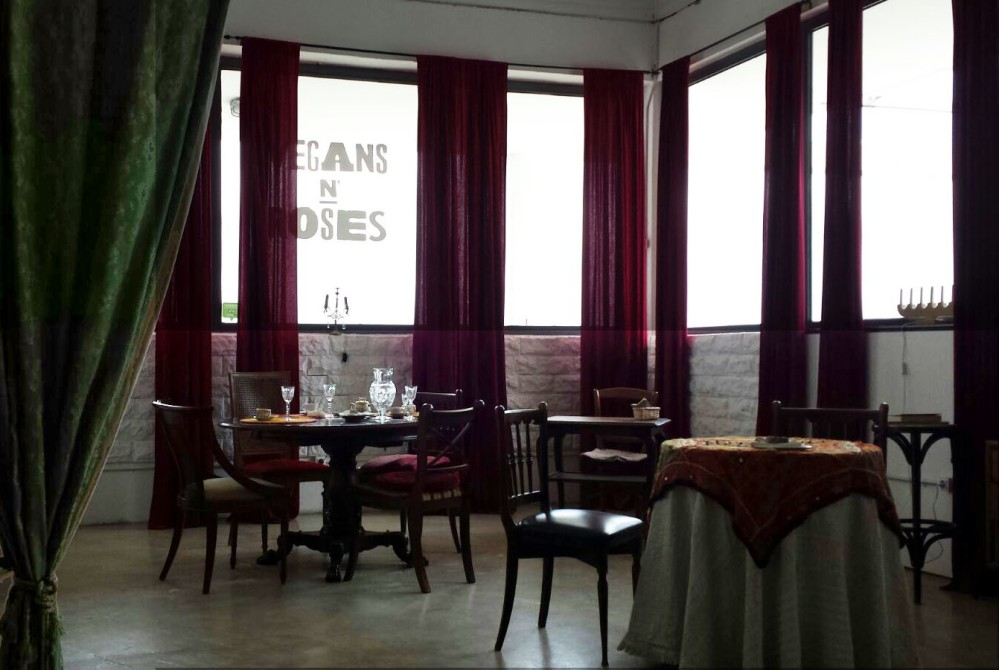 Foto1_Interior del restaurante Vegans N'Roses